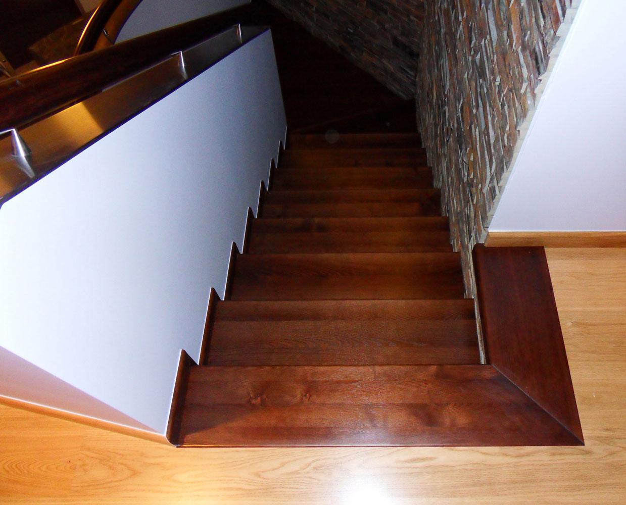 Schody drewniane wykończenie